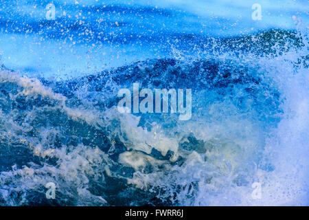 Las olas en la costa de Maui closeup