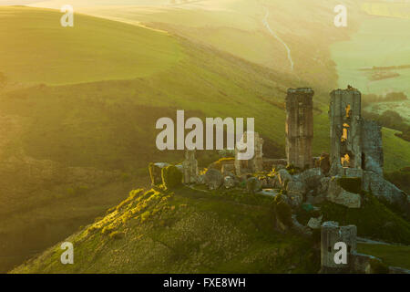 El castillo Corfe, en Dorset, Inglaterra. Foto de stock