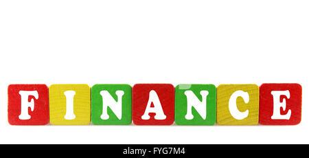 Finanzas - texto aislado en bloques de madera