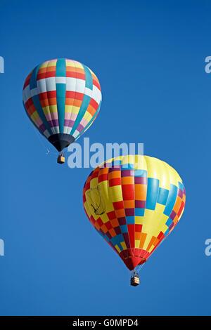 Coloridos globos aerostáticos, Albuquerque International Balloon Fiesta, Albuquerque, Nuevo México, EE.UU. Foto de stock