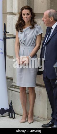 Londres. En el Reino Unido. El 4 de mayo de 2016. La duquesa de Cambridge realiza su primera participación como Patrono de la Anna Freud Center por asistir a un almuerzo recepción apoyando el desarrollo de un nuevo centro de excelencia para la salud mental de los niños. Crédito: © Londres pix/Alamy Live News