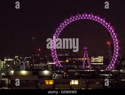 Londres, Reino Unido. 4 de mayo de 2016. Las elecciones a la alcaldía Iluminación: London Eye va rosado en la víspera de la jornada electoral. Crédito: Guy Corbishley/Alamy Live News