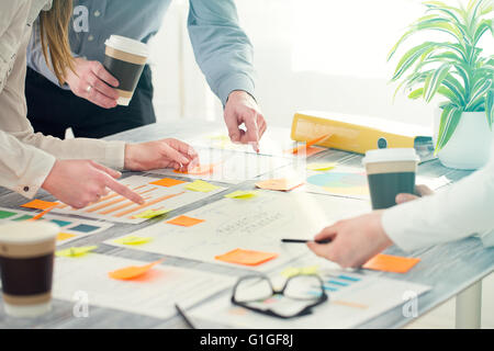 Gente de negocios Brainstorm Brainstorming Diseño Planificación