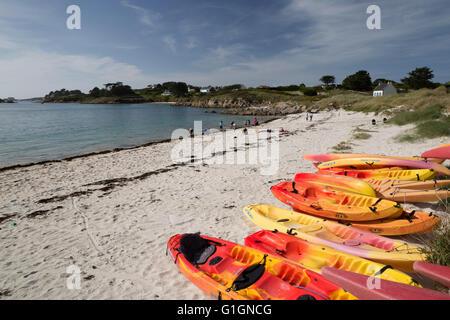Porz un Iliz beach en el sureste de la isla, Ile de Batz, cerca de Roscoff, Finisterre, Bretaña, Francia, Europa
