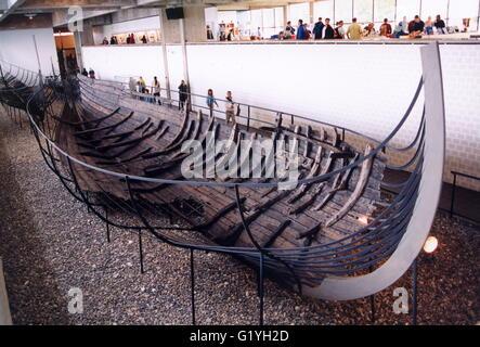 Barco vikingo en el museo