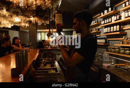 Operación puñal cocktail bar en Ann Siang hill road, Singapur.