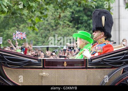 Su Alteza Real la Reina Isabel 11 con Prince Phillip
