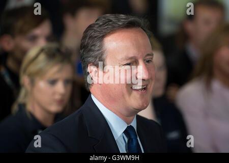 David Cameron, Primer Ministro del Reino Unido, y el líder del Partido Conservador, habla durante un debate sobre la Unión Europea.