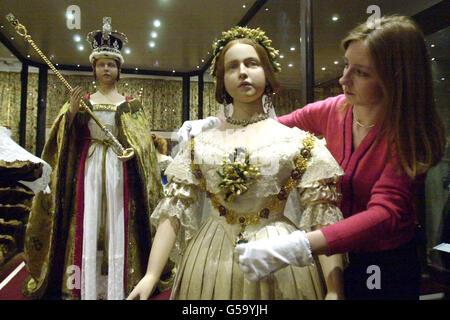 Los vestidos de la reina Victoria mostrar Foto de stock