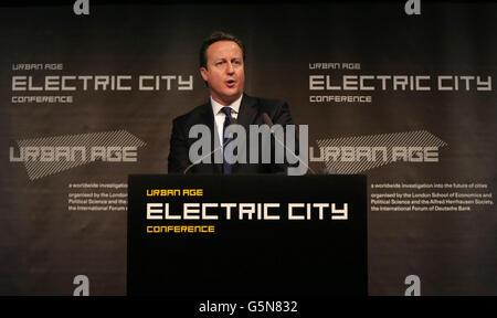 El primer ministro David Cameron habla en la Conferencia de la Ciudad Eléctrica en Londres.