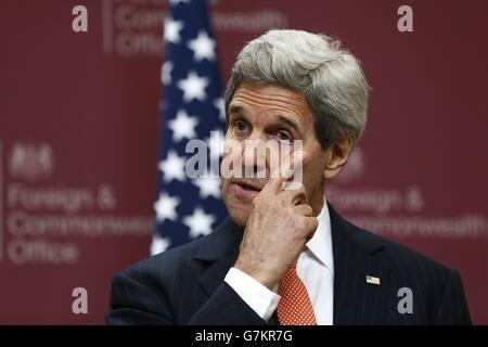 El Secretario de Estado de los Estados Unidos, John Kerry, habla durante una conferencia de prensa en la Oficina de Asuntos Exteriores y del Commonwealth en Londres.