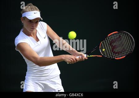 Katie Swan en acción durante el séptimo día del Campeonato de Wimbledon en el All England Lawn Tennis and Croquet Club, Wimbledon.
