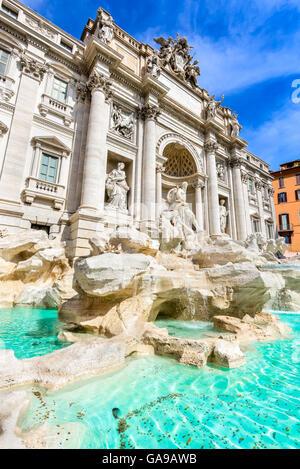 Roma, Italia. La famosa Fuente de Trevi (Italiano: Fontana di Trevi) escultura de Bernini.