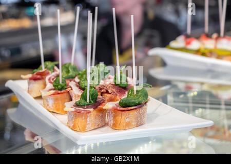 Pintxos tapas o canapés españoles famosos parte finger food