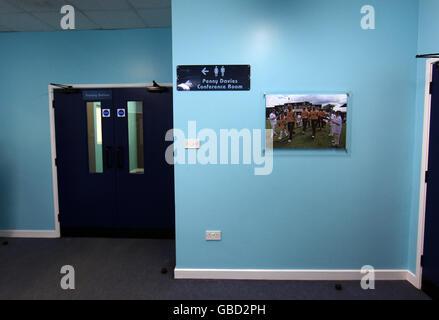 Vista general del pasillo en el verdoso Pemberton Surrey Academia