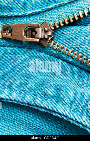 Cierre de cremallera de blue jeans. Imagen horizontal.