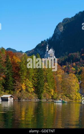 El castillo de Neuschwanstein y al Lago Alpsee, Fuessen, Allgaeu, Baviera, Alemania