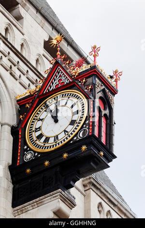 Reloj en Fleet Street, City de Londres, Inglaterra, Reino Unido