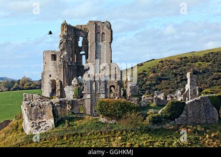 El castillo Corfe, en Dorset, Inglaterra, Gran Bretaña