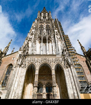 Ulm Minster (Alemán: ULMER MÜNSTER) es una iglesia luterana ubicada en Ulm, Alemania.