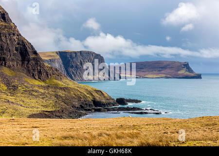 Visto desde la cabeza Waterstein Neist Point, Highland, Escocia, Reino Unido, Europa. Foto de stock