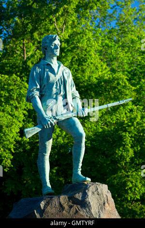 El capitán Parker estatua en Battle Green, Lexington Green, Lexington, Massachusetts