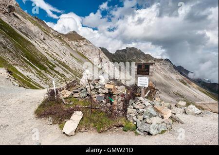Los Dolomitas, Trentino, Italia. Gran monumento conmemorativo de la guerra en la montañosa front line entre Italia y Austria en Passo delle Selle