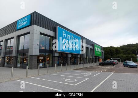 Aldea de muebles y cocinas Wren tiendas en el Roaring Meg Retail ...