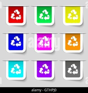 Icono de reciclaje de signo. Conjunto de multicolores etiquetas modernas para su diseño. Vector