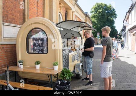 Alimentos y quiosco cafetería, Market Street, Winchester, Hampshire, Inglaterra, Reino Unido Foto de stock