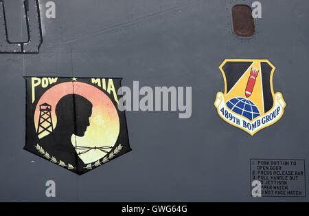 Mosnov, República Checa. 13 Sep, 2016. Estados Unidos bombarderos estratégicos B-52 Stratofortress y el B-1B Lancer (foto pegatinas en el avión) tierra en aeropuerto Mosnov, República Checa, 13 de septiembre de 2016. El bombardero B-52 tendrá sus primeros vuelos dentro del ejercicio de la OTAN el domingo durante días y días en la Fuerza Aérea Checa aeropuerto Mosnov en septiembre 17-18. Crédito: Jaroslav Ozana/CTK Foto/Alamy Live News
