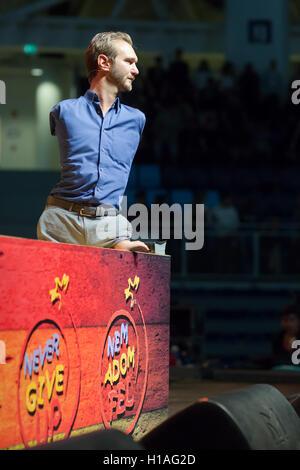Budapest, Hungría. 22 Sep, 2016. Orador motivacional australiano Nick Vujicic da una conferencia en Budapest, Hungría, 22 de septiembre, 2016. Nació sin piernas y brazos. Crédito: Attila Volgyi/Xinhua/Alamy Live News