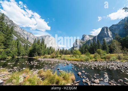El Valley View, vista de El Capitan y el río Merced, El Parque Nacional Yosemite, California, EE.UU.