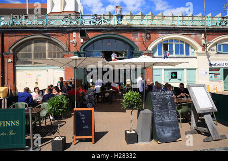 Riddle & finlandeses en la playa, sirve platos de mariscos, clásica, en Brighton Seafront, en East Sussex, Inglaterra, Reino Unido.