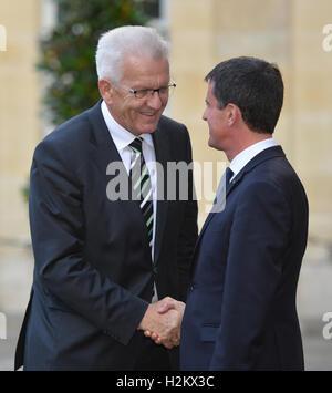 París, Francia. 29 Sep, 2016. Winfried Kretschmann (L; verdes), Premier del estado alemán de Baden-Wuerttemberg; Foto de stock