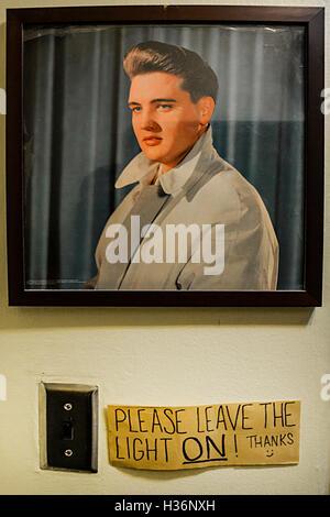 Elvis Presley en la pared de Sun Studios, Memphis, TN. Micrófono ...