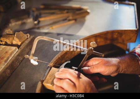 Goldsmith conformación metálica con sierra caladora