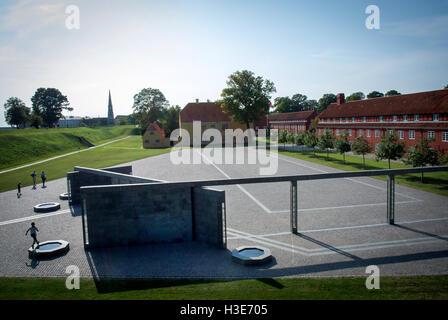 El Monumento de esfuerzo internacional de Dinamarca desde 1948 por el artista finlandés Reinbothe en el Kastellet en Copenhague.