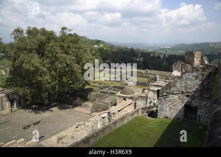 La arquitectura histórica Kangra Fort está situado a 20 kilómetros de la ciudad de Dharamsala, en las afueras de Kangra, India.