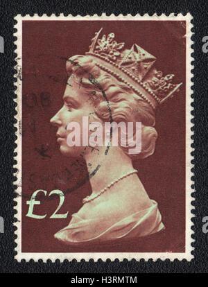 Un sello impreso en Gran Bretaña, muestra el retrato de la Reina Isabel 2nd, 1980