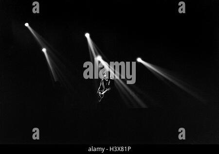 Archivo PIC: Bob Dylan realiza en vivo en Wembley Arena, Londres, Inglaterra, el 8 de junio de 1989. Bob Dylan gana el Premio Nobel de Literatura 2016 el 13 de octubre de 2016. Crédito: Richard Wayman/Alamy Live News Foto de stock