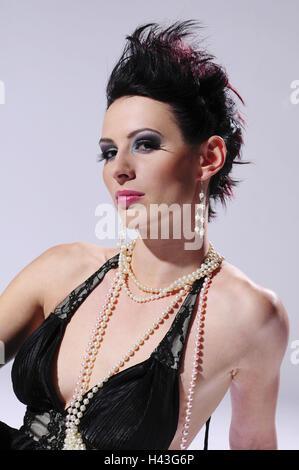 Mujer, joven, morena, vestido, collar de perlas, retrato,