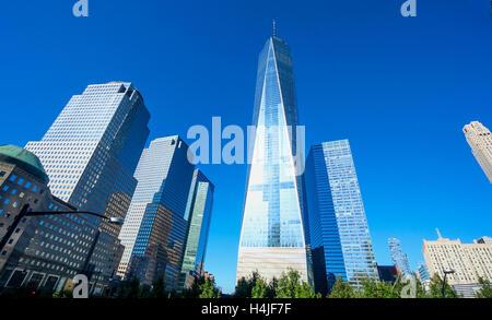Imagen horizontal del World Trade Center con Freedom Tower en el distrito financiero del bajo Manhattan en la ciudad de Nueva York