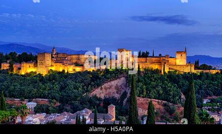 Panorama de la Alhambra desde el Mirador de San Nicolás, Granada, España