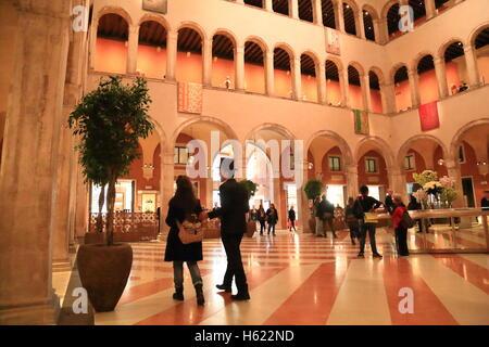 El lujoso centro comercial Fondaco dei Tedeschi en Venecia.
