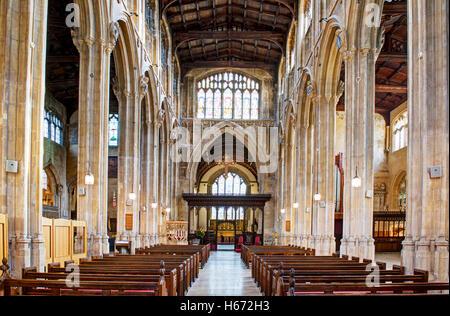 Interior de la iglesia de San Juan Bautista, Cirencester, Gloucestershire, Inglaterra
