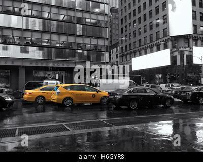 La CIUDAD DE NUEVA YORK - 20 de septiembre: Times Square, 2015 en NY, Estados Unidos de América