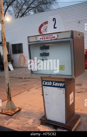Antique vintage moda antigua estación de bombeo de gas gasolina sin plomo Premium