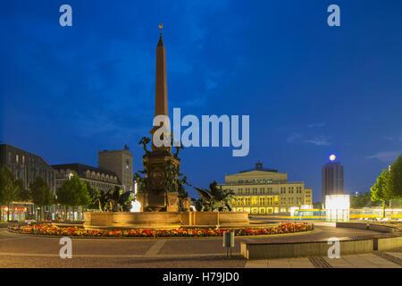 Augustusplatz al amanecer, Leipzig, Sajonia, Alemania