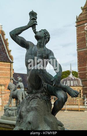 Detalle de la fuente de Neptuno, en el Castillo de Frederiksborg en Hillerod, Dinamarca